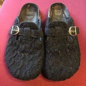 ☀️ SUMMER SALE ☀️ Black slip on shoes.